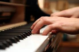piano-hands-playing